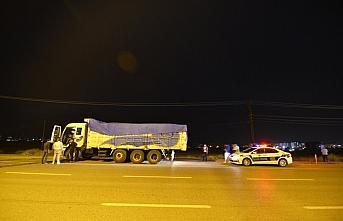 Çorum'da freni arızalanan kamyon 3 otomobile çarptı