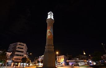 Çorum'un sembolü Saat Kulesi'ne Azerbaycan bayrağı yansıtıldı