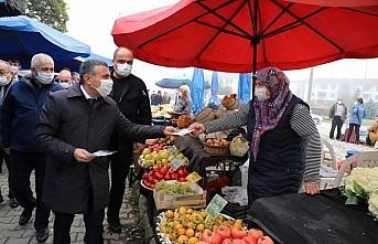 Düzce Valisi Atay'dan pazar yerinde Kovid-19 tedbirleri...