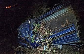 Gümüşhane'de kamyonet şarampole devrildi: 1 ölü, 2 yaralı