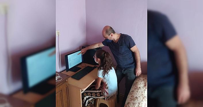 Öğretmen aynı telefondan EBA'ya giren kardeşlere bilgisayarını verdi