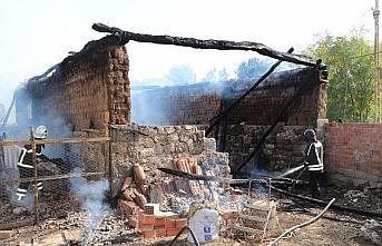 Samsun'da ahırda çıkan yangından hayvanlarını kurtarmak isteyen kişi yaralandı