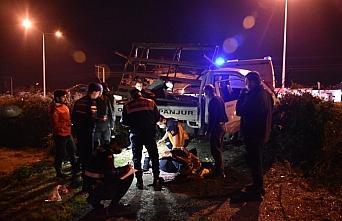 Samsun'da şarampole düşen kamyonetteki 2 kişi...