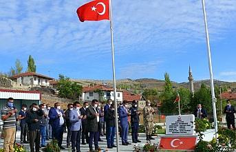 Şehit Piyade Uzman Onbaşı Sefa Fındık kabri başında...