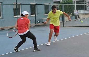 Trabzon'da 6. Geleneksel Karışık Çiftler Tenis...