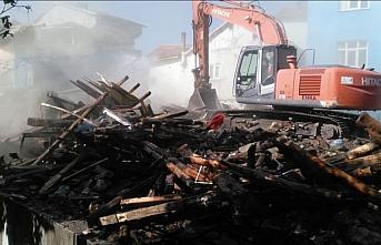Turhal'da çıkan yangında 5 ev yandı