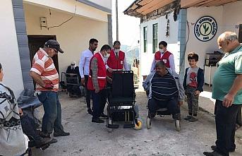 Türk Kızılay'dan Rize'de tekerlekli sandalye yardımı