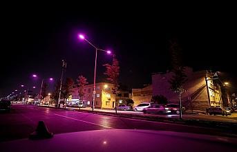 UEDAŞ, Bursa sokaklarını meme kanseri farkındalığı için pembe renkte aydınlattı