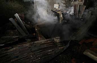 Yusufeli'nde çıkan yangında 2 ev zarar gördü