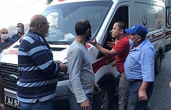 Zonguldak'ta şarampole yuvarlanan otomobildeki 4 kişi yaralandı