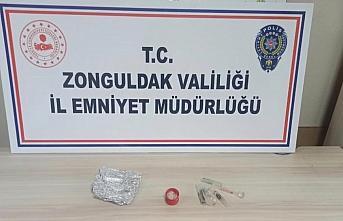 Zonguldak'ta uyuşturucu madde sattığı iddiasıyla...
