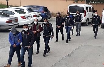 Amasya'da kavga ihbarına giden polis uyuşturucu buldu