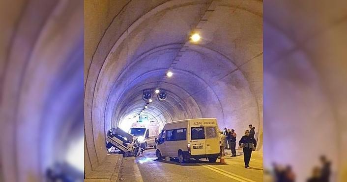 Artvin'de minibüsle otomobil çarpıştı: 1 ölü,...