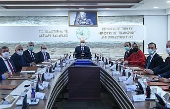 Bakan Karaismailoğlu, Trabzon'un ulaşım sorunları için gelen heyeti kabul etti