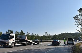 Boyabat'ta otomobil bariyere çarptı: 1 yaralı