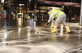 Fatsa sokakları köpüklü suyla temizleniyor