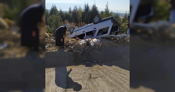 Karabük'te devrilen otomobildeki çift yaralandı