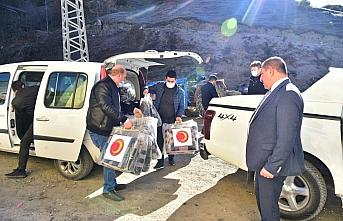Kastamonu Belediyesi 10 evin yandığı köye yardımda bulundu