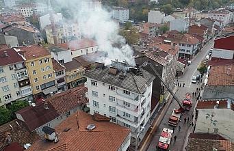 Kastamonu'da çatı yangını büyümeden söndürüldü