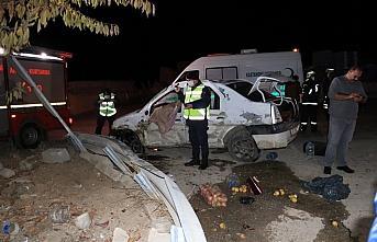 Kastamonu'da otomobil bariyerlere çarptı: 1 ölü,...