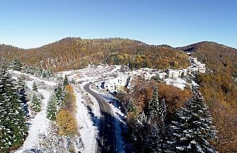 Küre Dağları'nın bir yanı sonbahar bir yanı kış