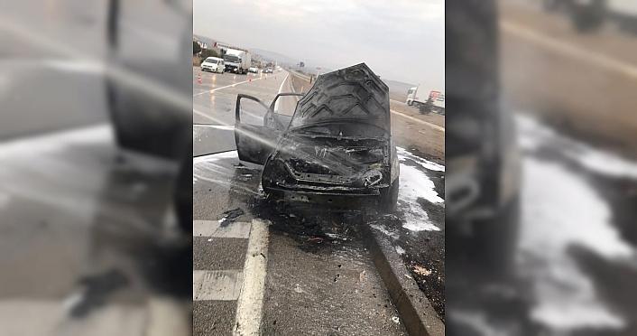 Merzifon'da seyir halindeki otomobil yandı