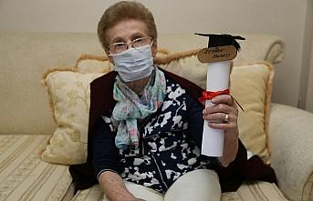 Okuma hevesini yitirmeyen 84 yaşındaki kadın liseden mezun oldu