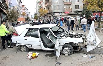 Ordu'da otomobil park halindeki araca çaptı 2 kişi...