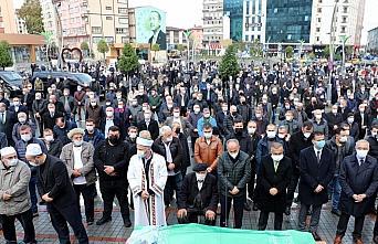Rize Belediye Başkanı Rahmi Metin'in annesi son yolculuğuna uğurlandı