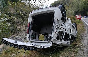 Rize'de otomobil dereye düştü: 1 ölü, 1 yaralı