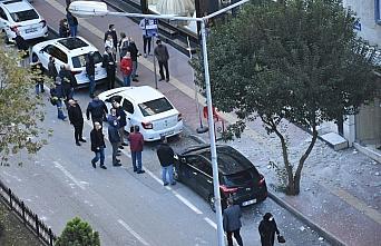 Samsun'da binanın dış sıvasından düşen parçalar tehlike oluşturdu