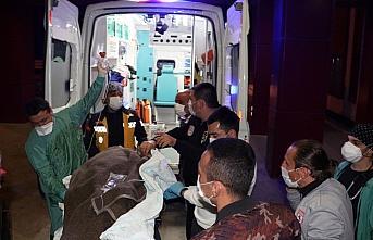 Samsun'da görevden dönen filyasyon ekibini taşıyan otomobil ağaca çarptı: 3 ağır yaralı