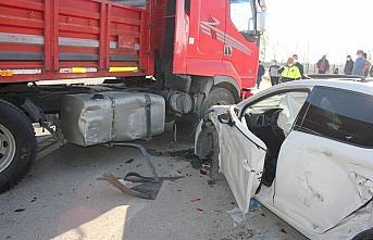 Suluova'da tır ile otomobil çarpıştı: 1 yaralı