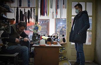 5 metrekarelik dükkanında 21 yıldır ayakkabı...