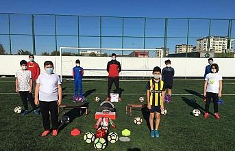 Altınordu'da sporculara malzeme desteği