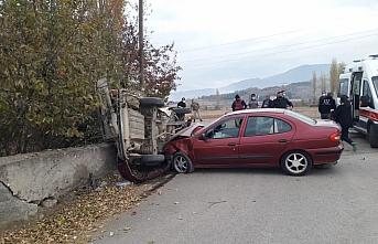 Amasya'da iki otomobil çarpıştı: 6 yaralı