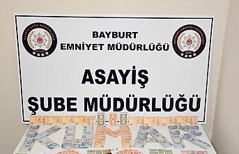 Bayburt'ta evde kumar oynayan 4 kişiye 10 bin 750...