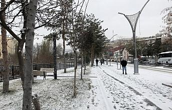Bayburt'ta mevsimin ilk karı yağdı