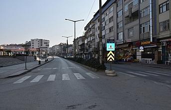 Boyabat halkı yasağa uydu, cadde ve sokaklar boşaldı