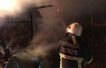 Çorum'da ev ve samanlık yangını