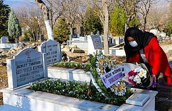 Devlet sanatçısı Ataman mezarı başında anıldı