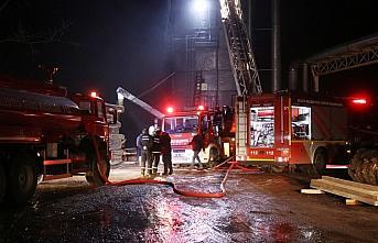 Düzce'de kereste fabrikasının toz silosunda çıkan...