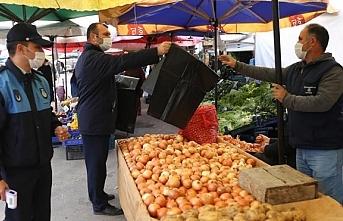 Fatsa Belediyesi, pazarcı esnaflara çöp poşeti...