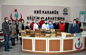 Karabük'te gönüllülerden sağlık çalışanlarına...