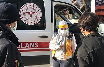Karabük'te karantina ihlali yapan yabancı uyruklu, alışveriş merkezi girişinde yakalandı