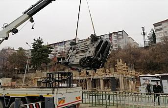 Karabük'te su kanalına devrilen otomobilin sürücüsü...