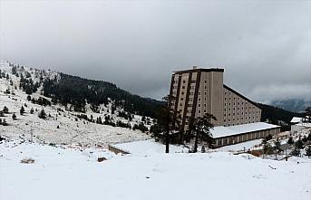 Kartalkaya'da kar kalınlığı 5 santimetreye ulaştı