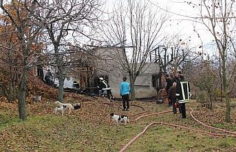 Kastamonu'da 2 katlı ev yangın sonucu kullanılamaz...