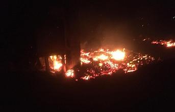 Kastamonu'da iki katlı ev çıkan yangında kullanılamaz hale geldi