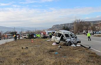 Kastamonu'da otomobille hafif ticari araç çarpıştı:...